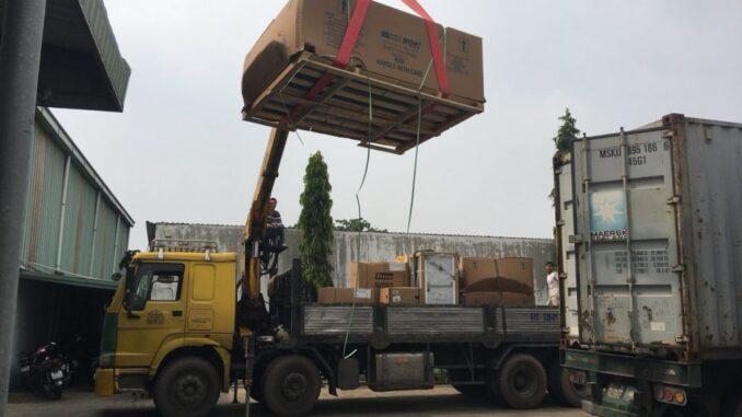 Cẩu hàng nặng khi chuyển kho xưởng